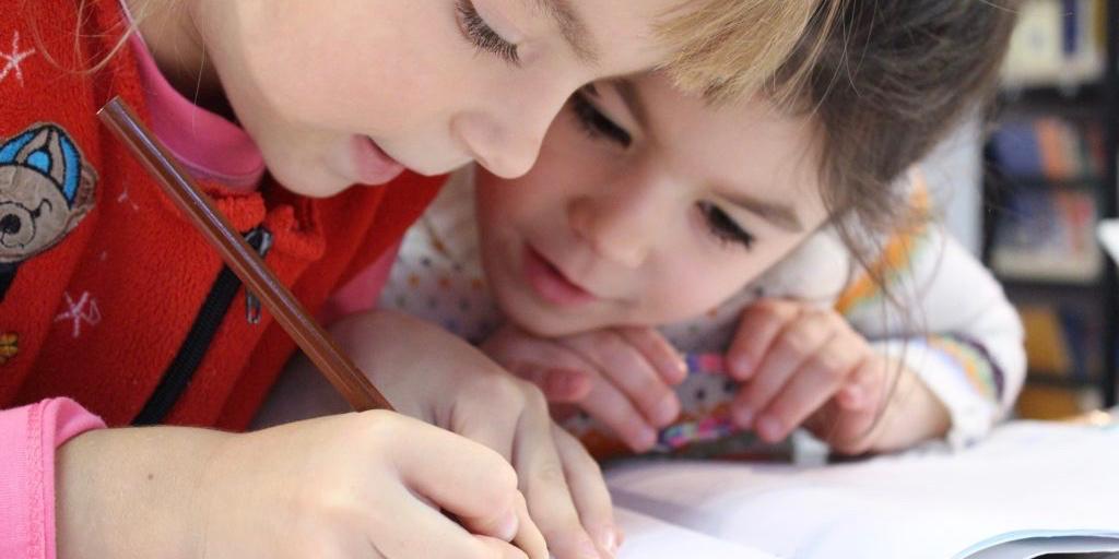 Kindergottesdienst, malende Kinder